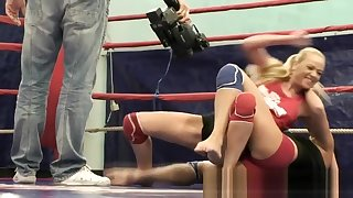 Pussylicking beauties wrestling in a ring