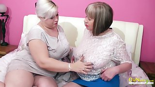 Oversexed mature lesbian George Gina gives a cunnilingus at hand aged girlfriend
