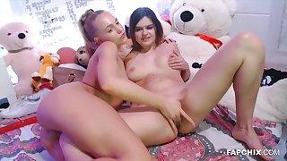 Dutch Lesbian Cam Show - Amateurs