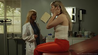 Risky pussy licking between doctor Placate Siren and Verronica Kirei