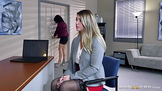 Two naked females in hot meeting lezzie porn with big toys